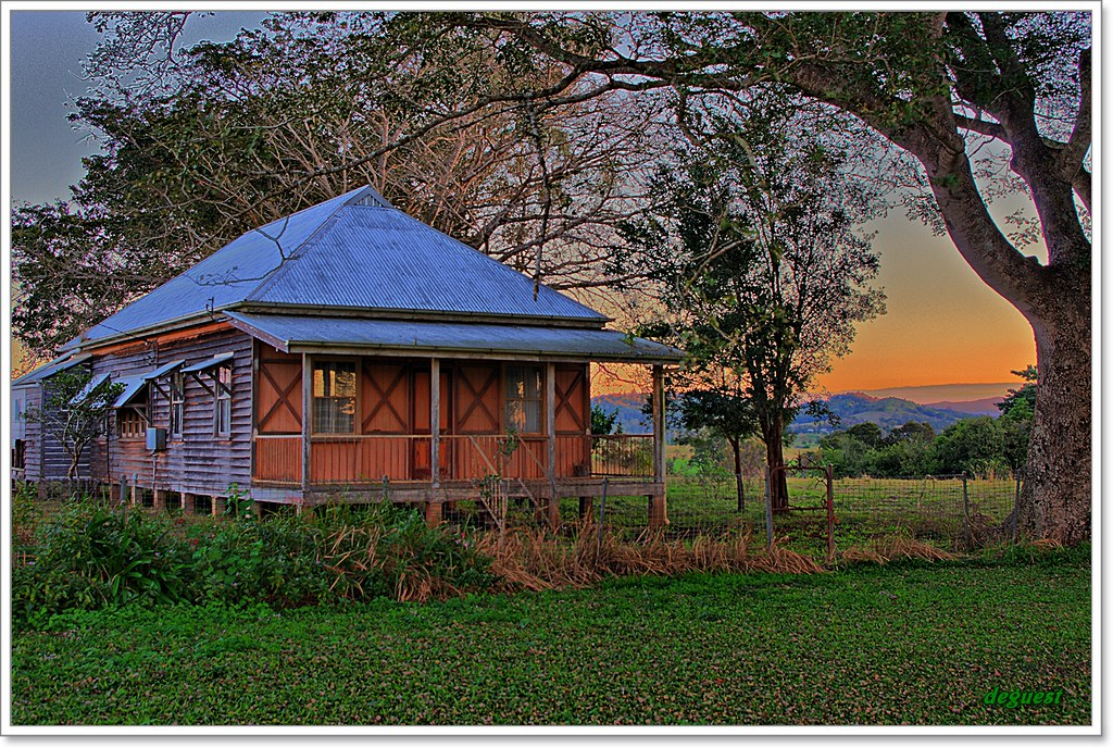 The old queenslander found this beautiful old queensland for Classic queenslander house
