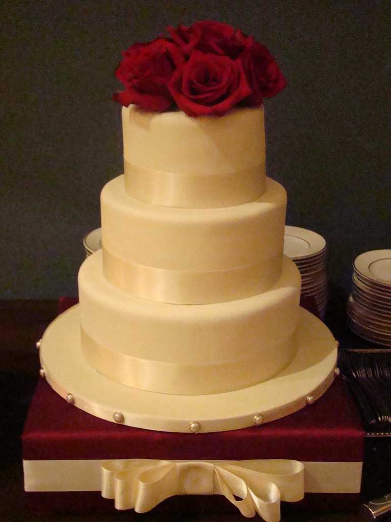 Ivory Wedding Cake 3 Tier Wedding Covered In Ivory
