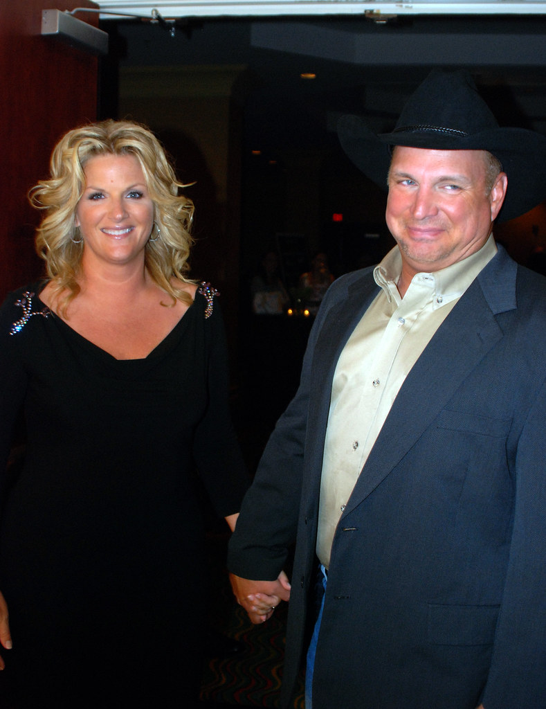 Trisha yearwood garth brooks several stars and hundreds for Garth brooks married to trisha yearwood