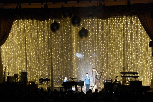 led christmas stage drape for david archuleta a butch alle flickr