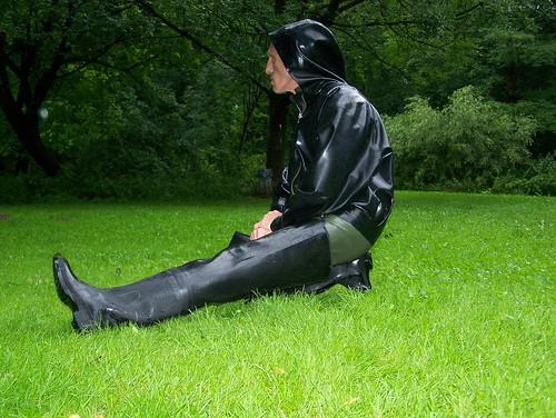 an X trem Regentagen geh ich gern mal in Latex und Waders spazieren ...
