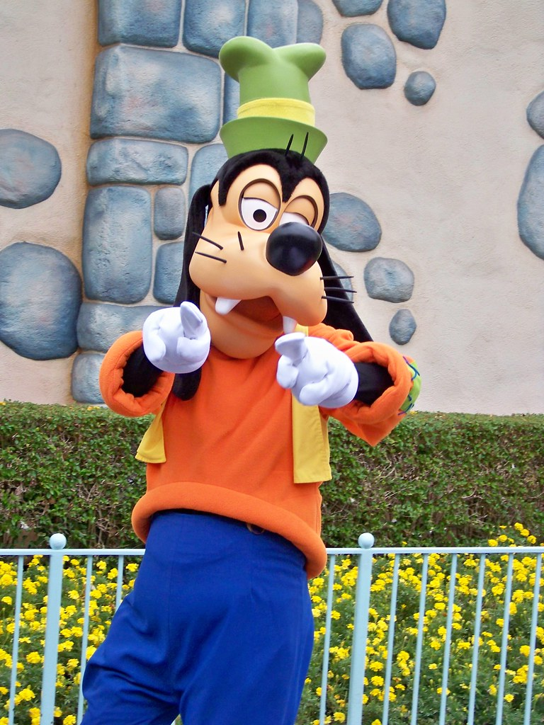 Goofy In Mickey S Toontown Loren Javier Flickr