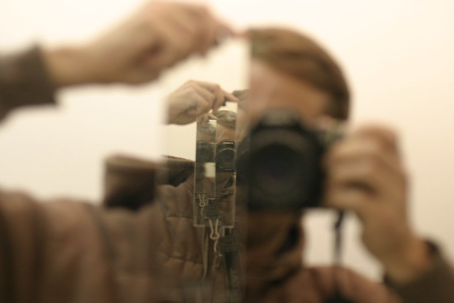 how to clean camera mirror
