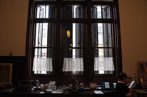 高い窓 (tall windows)