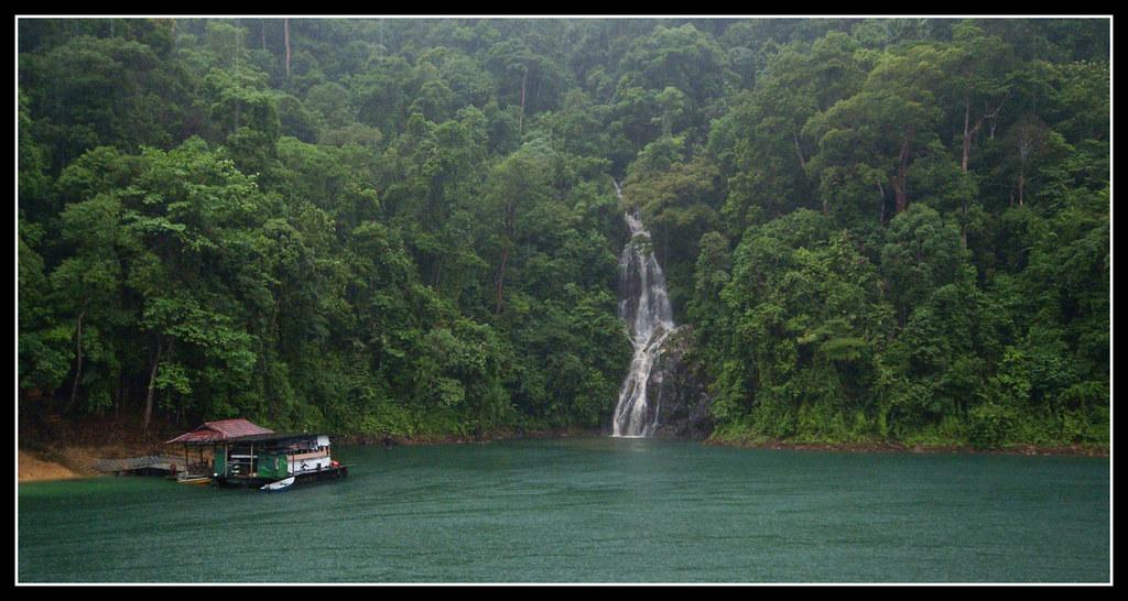 boathouse tasik kenyir waterfall