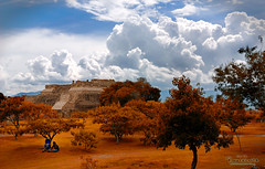 JUST TO SHARE A MOMENT  (Monte alban, Oaxaca) | by RENE ORTEGA (RANACHILANGA)