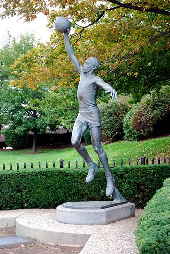 Best city for basketball fans save for new york atlanta for Dr j mural philadelphia