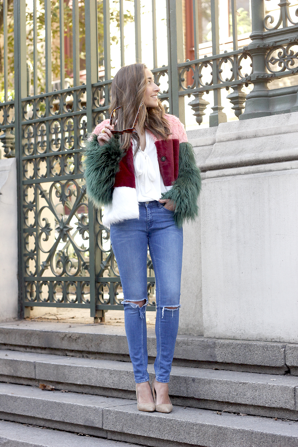 Faur fux coat white shirt ripped jeans heels street style fashion outfit access02