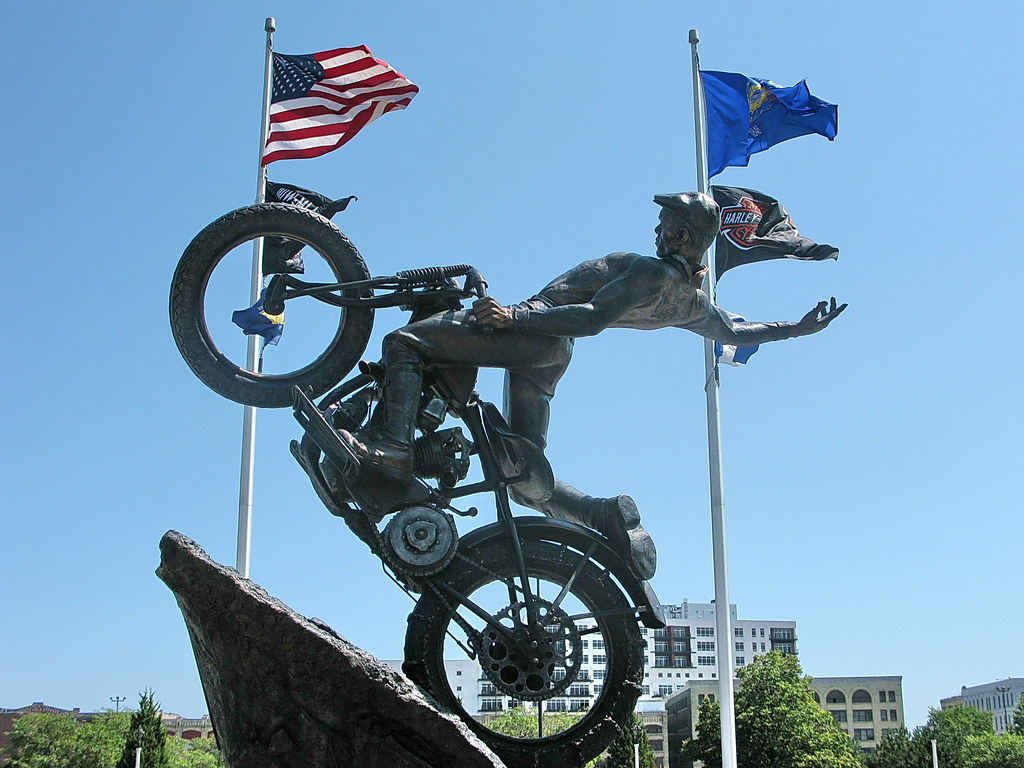 hill climber sculpture - harley-davidson museum | this is th… | flickr