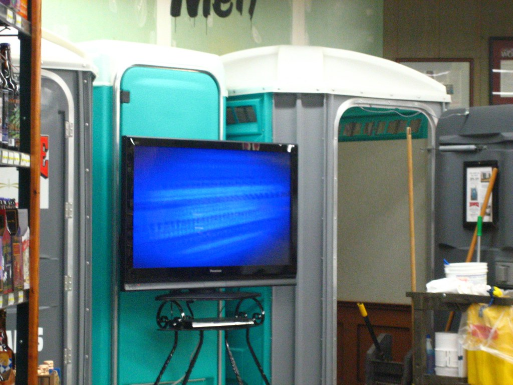 Jungle jim39s bathroom kitschqueen flickr for Jungle jims bathrooms