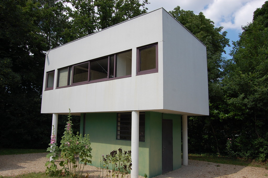 Warden 39 s lodge at villa savoye poissy le corbusier and for Poissy le corbusier