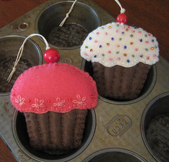 Embroidered Cupcake Ornaments | by crafty bean