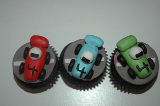 race car cuppies | by thelushcake