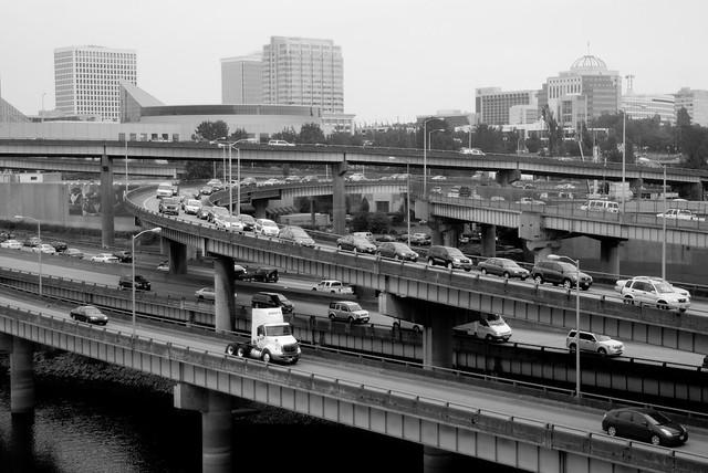 Car traffic seen from Burnside Bridge-1