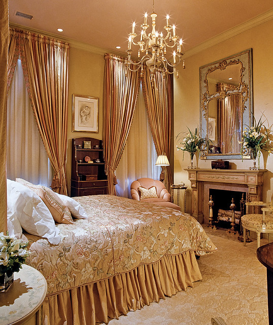 Boston Interiors Queen Bed