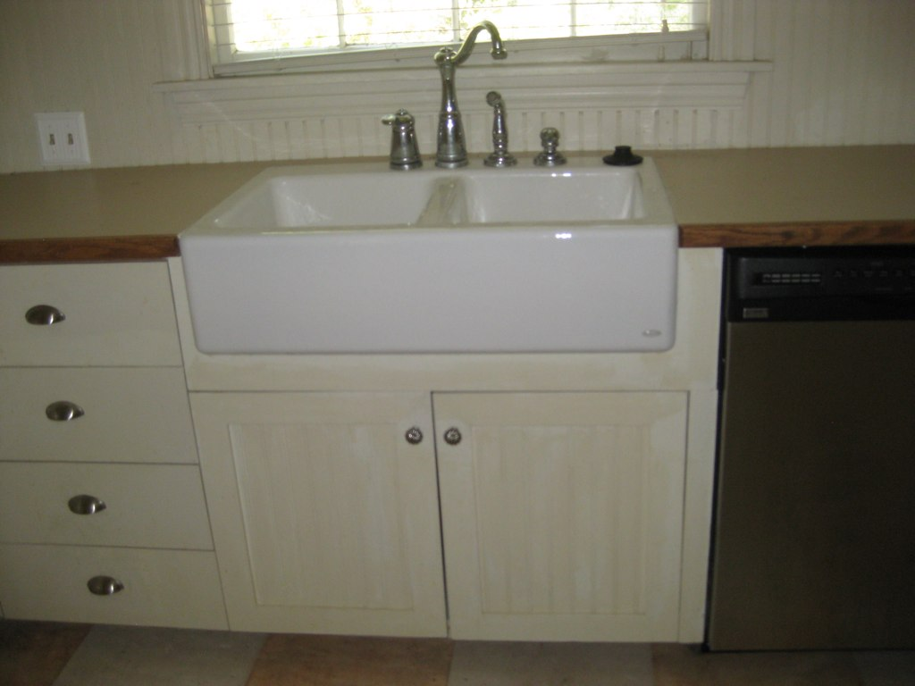 Country kitchen sink | sink has garbage disposal, new d/w to ...