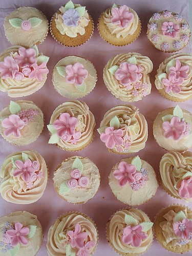 Fondant Flower Cupcakes White Chocolate Amp Raspberry Mud