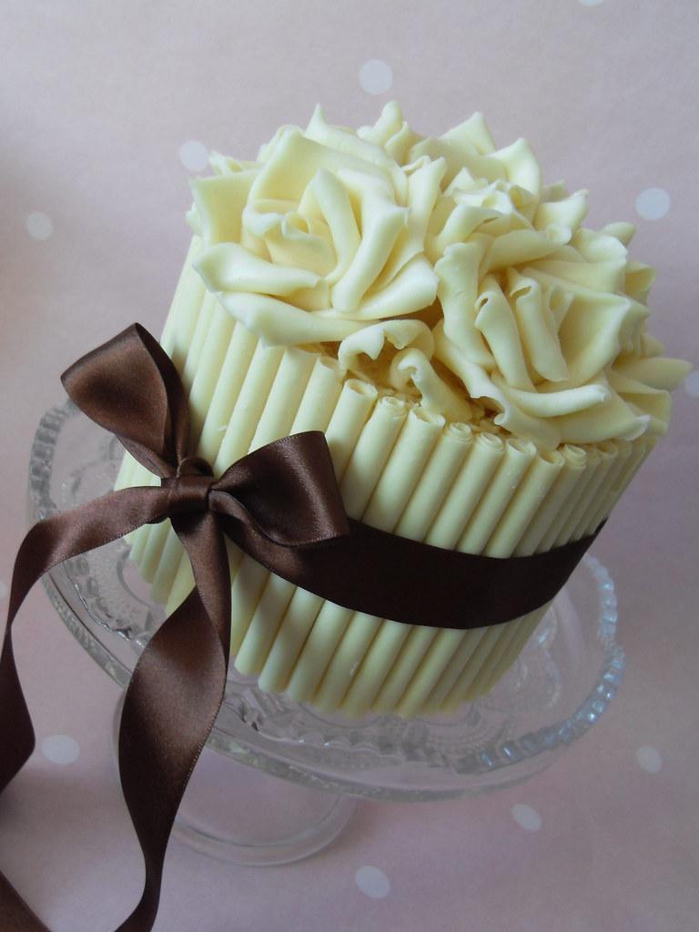 White chocolate cake | White chocolate cake with white choco ...