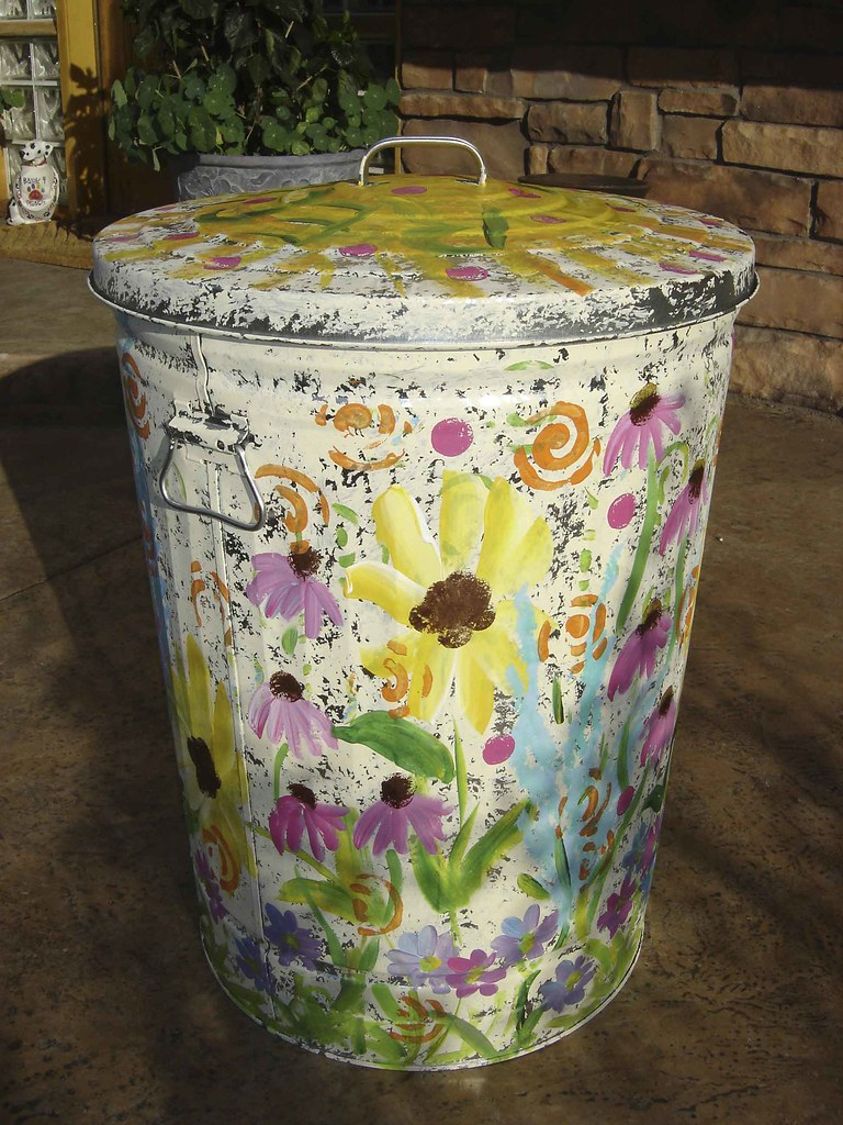 Painted Trash Can And Here S The Side View Just Added