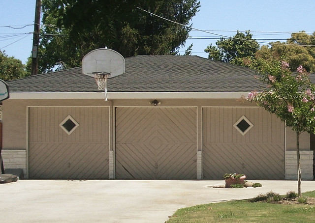 Mid century modern garage doors modesto ca j l ordaz for Mid century modern garage