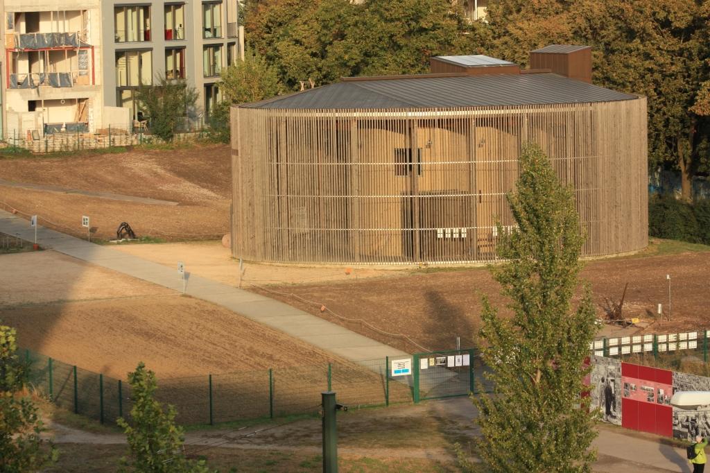 Berlin Wall, Bernauer Strasse, Berliner Mauer, Kapelle der Versoehnung, Reconciliation Church, fotoeins.com