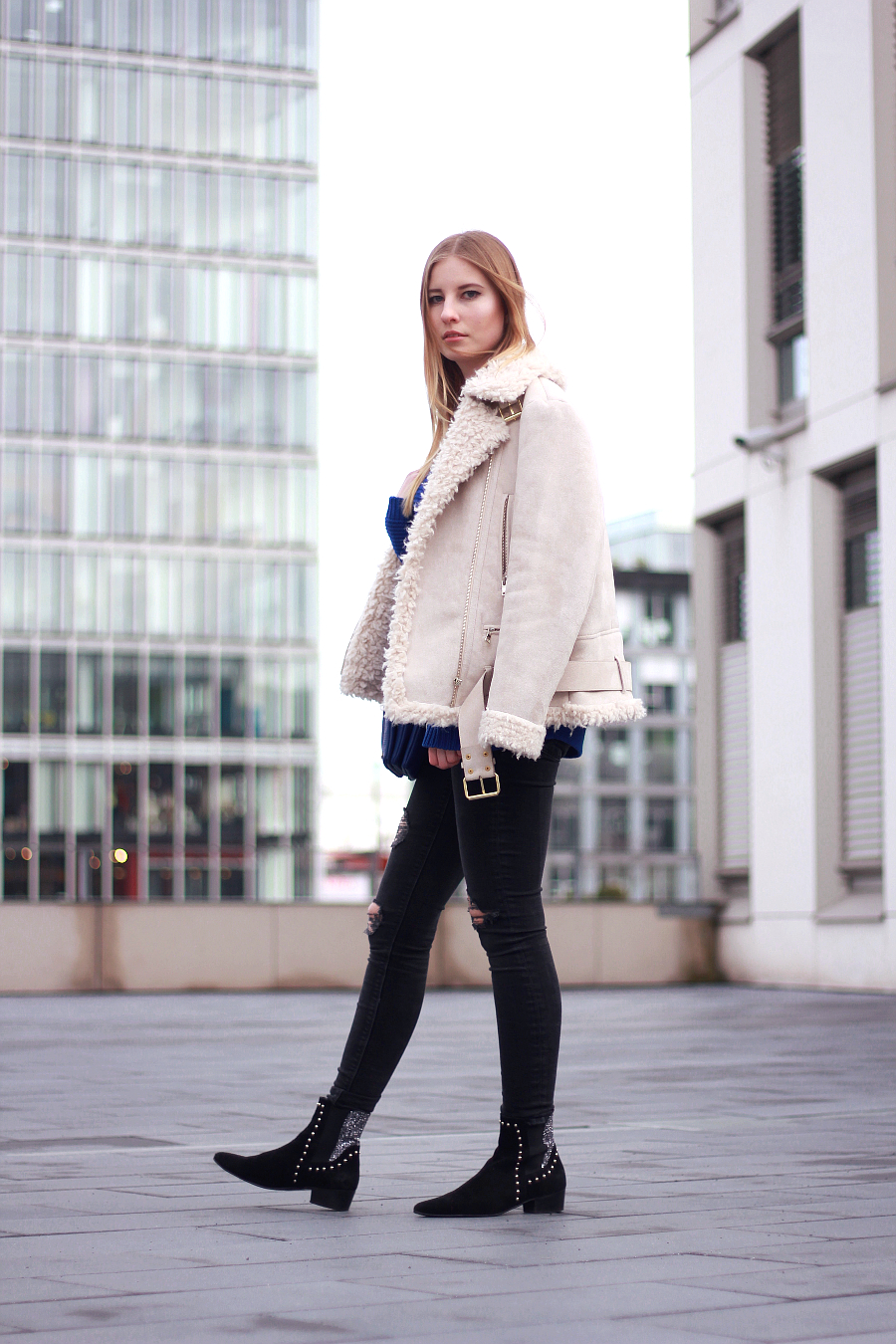 outfit shearling jeans pullover fashion bloggerin