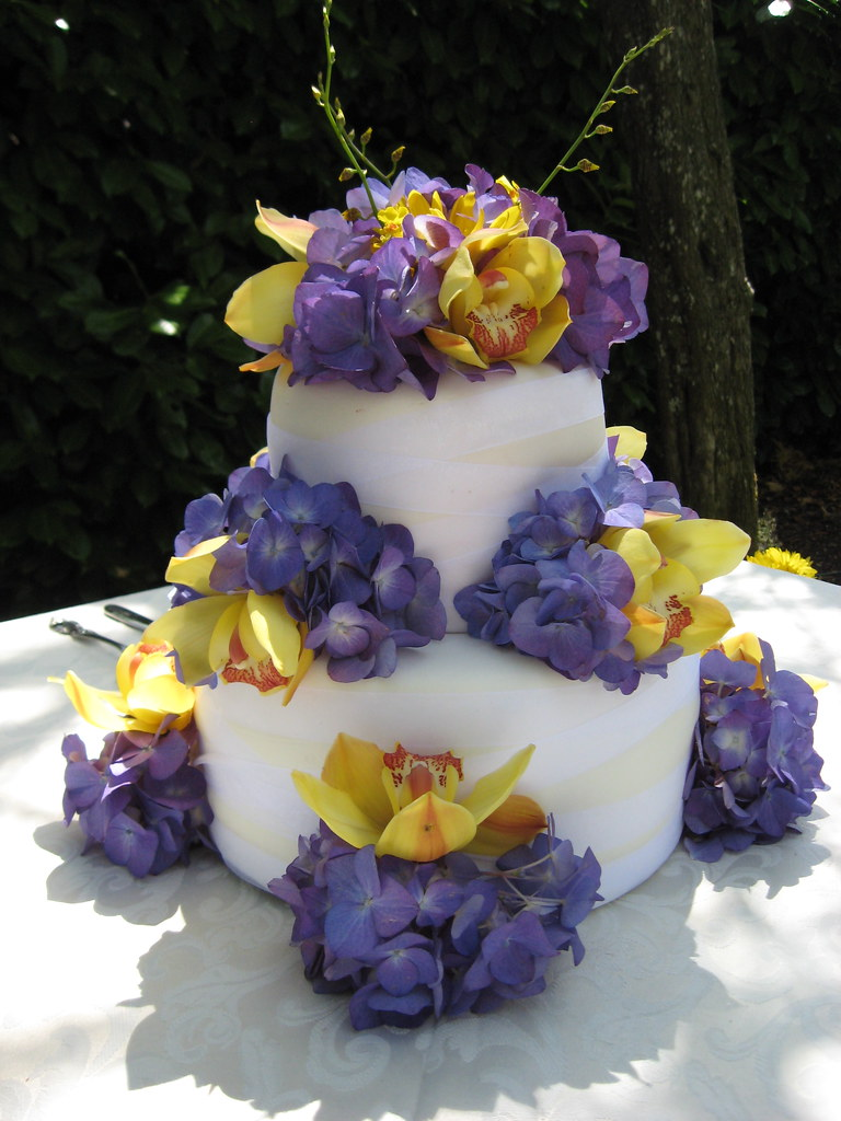 Simple Two Tiered Wedding Cake With Organza Ribbon Wrapped Flickr