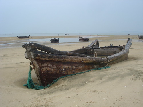Stranded Fishing Boat, Yin Tan Beach, Shandong, North China | by http://klarititemplateshop.com/