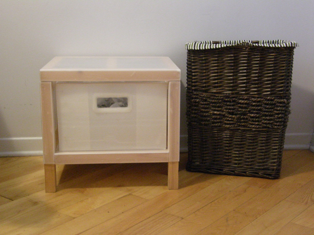 panier linge osier et petit meuble ikea 1 tiroir flickr. Black Bedroom Furniture Sets. Home Design Ideas
