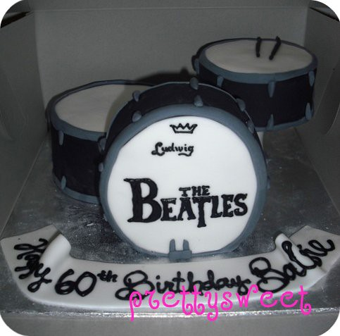 Prettysweetboutique Beatles Drum Kit Cake
