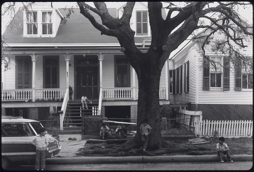 Houses and Trees in the Fifth Ward of Houston, Texas ... 04/1973 | by The U.S. National Archives