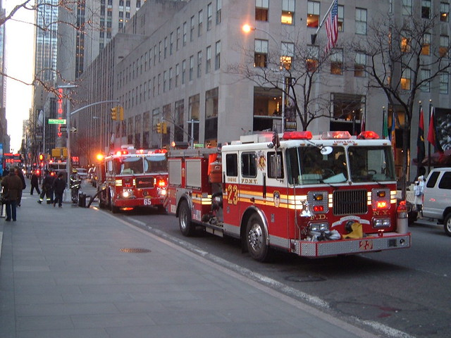 Fire department new york engines 23 65 new york flickr for Bureau new york