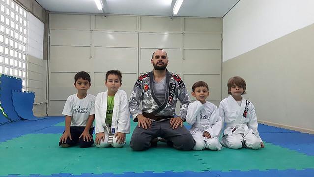 Treino de jiu-jítsu - guarda fechada