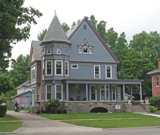 Owosso michigan large wooden house with octagonal tower for Building a home in michigan