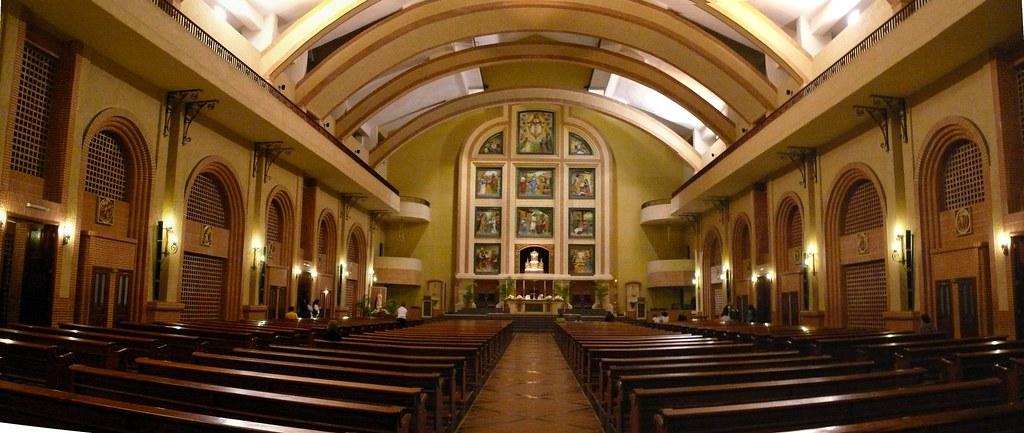 Interior De La Iglesia Sagrada Familia De Nazaret Y San