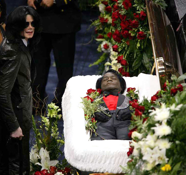 Michael Jackson Pays His Respects At James Brown S Funeral