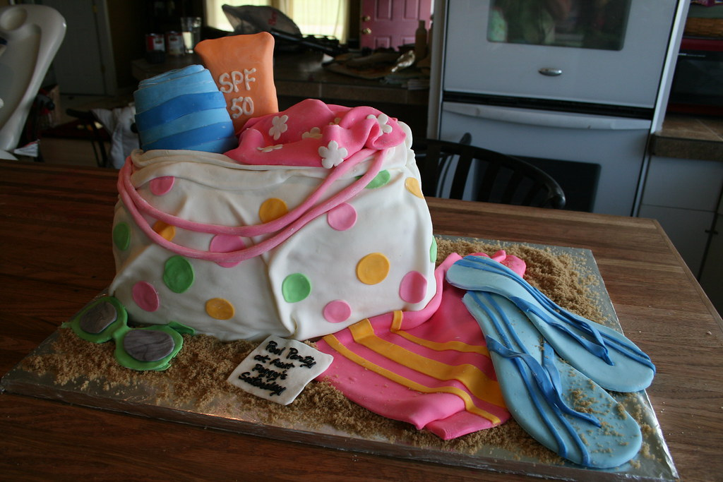 Beach bag cake | For a pool party. Fondant accessories. | Jenny ...