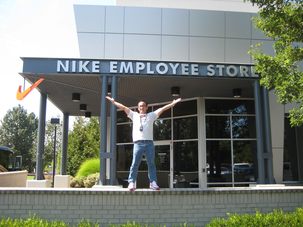 the nike employee store before the damage was done he flickr the nike employee store by ambulacralgruve