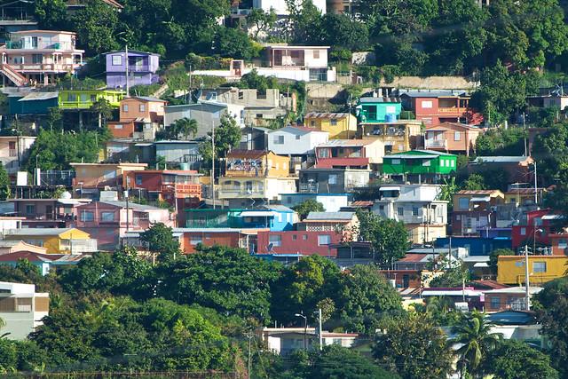 Barrio el Cerro de Yauco, Puerto Rico: Colores sobre un Lienzo Urbano. Artísta: Pablo Marcano García. Fotos el 26 de noviembre de 2009. | Flickr