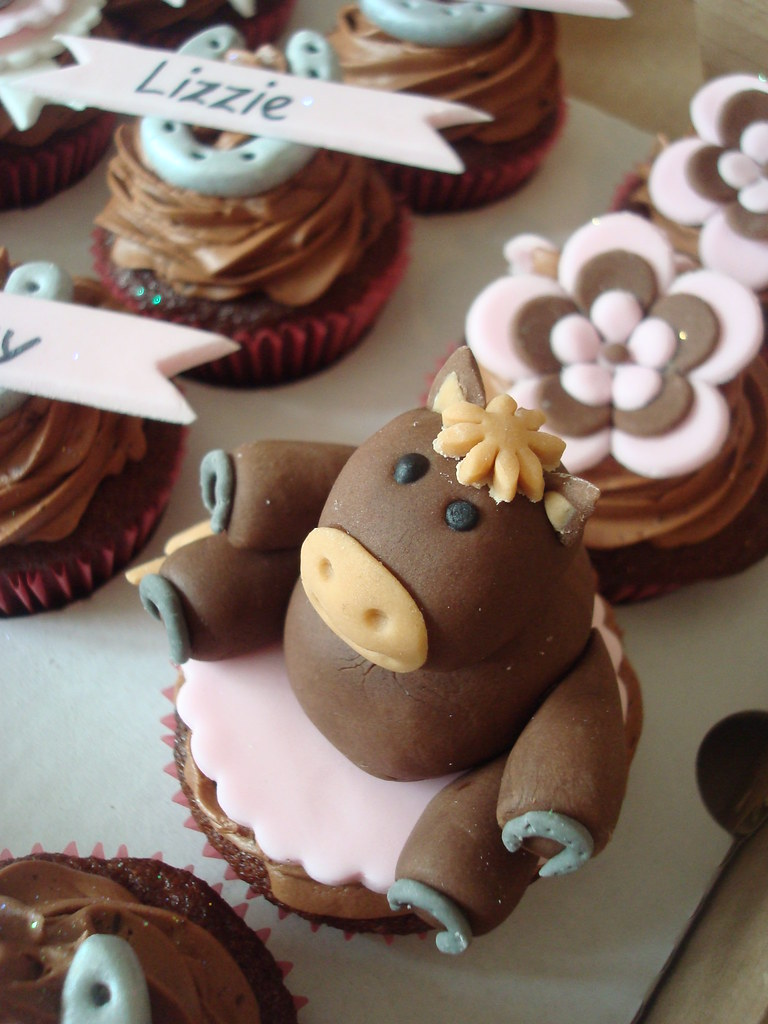 horse cupcake cake cupcakes to go with big cake all chocolate 4850