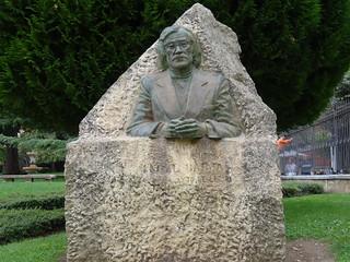 Busto de Ángel Barja