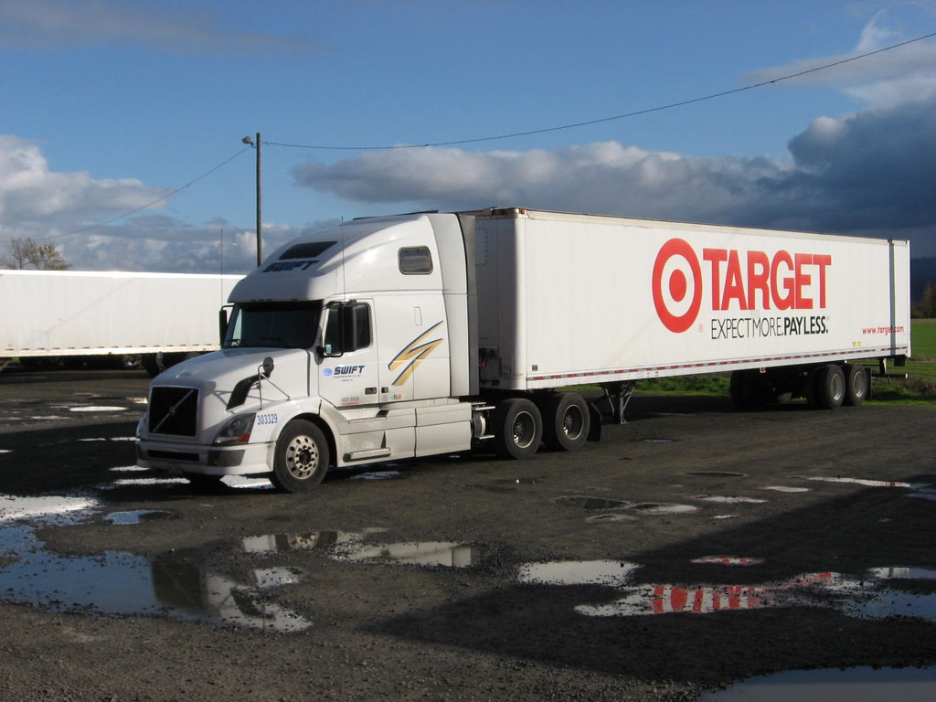 Swift Volvo with Target Stores trailer, Truck 303329 | Flickr