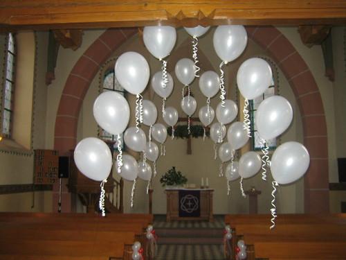 Hochzeitsdekoration in der evangelischen kirche in herbolz Hochzeitsdekoration