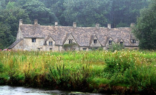 rainy day in bibury, the cotswolds | by hopemeng