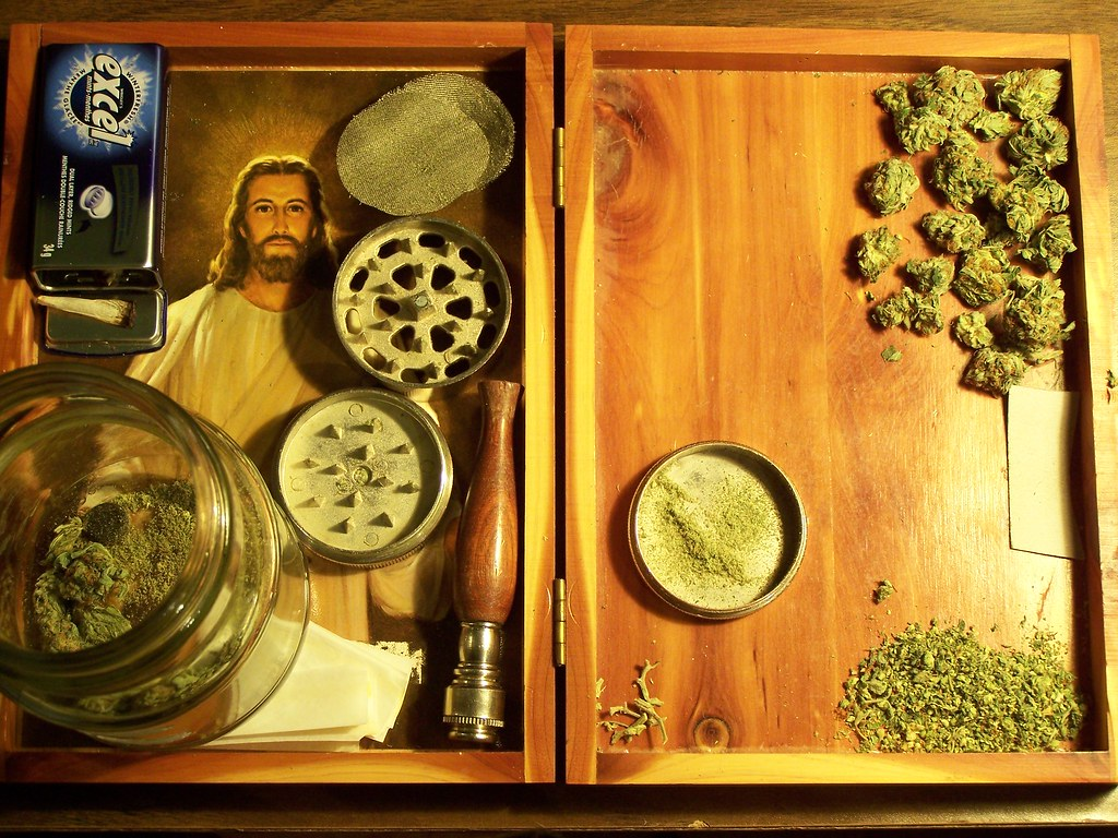 how to get stuck weed out of grinder