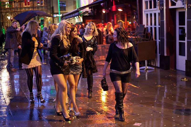 cardiff girls Online dating in cardiff,  with over 100,000 new users every day, there are always loads of new guys and girls in cardiff to go on a date with badoo create account.