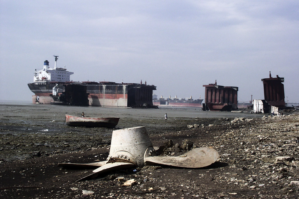 Chittagong Shipbreaking   View of the Chittagong beach ...
