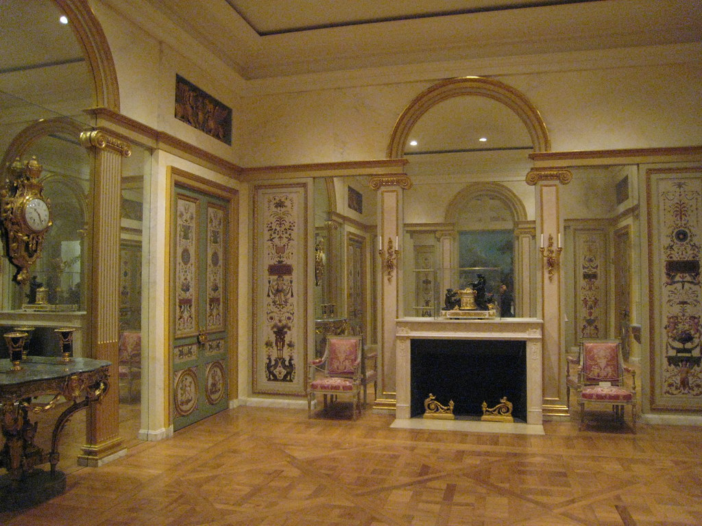 Neoclassical paneled room 1765 1795 this salon or main for Salon porte versailles