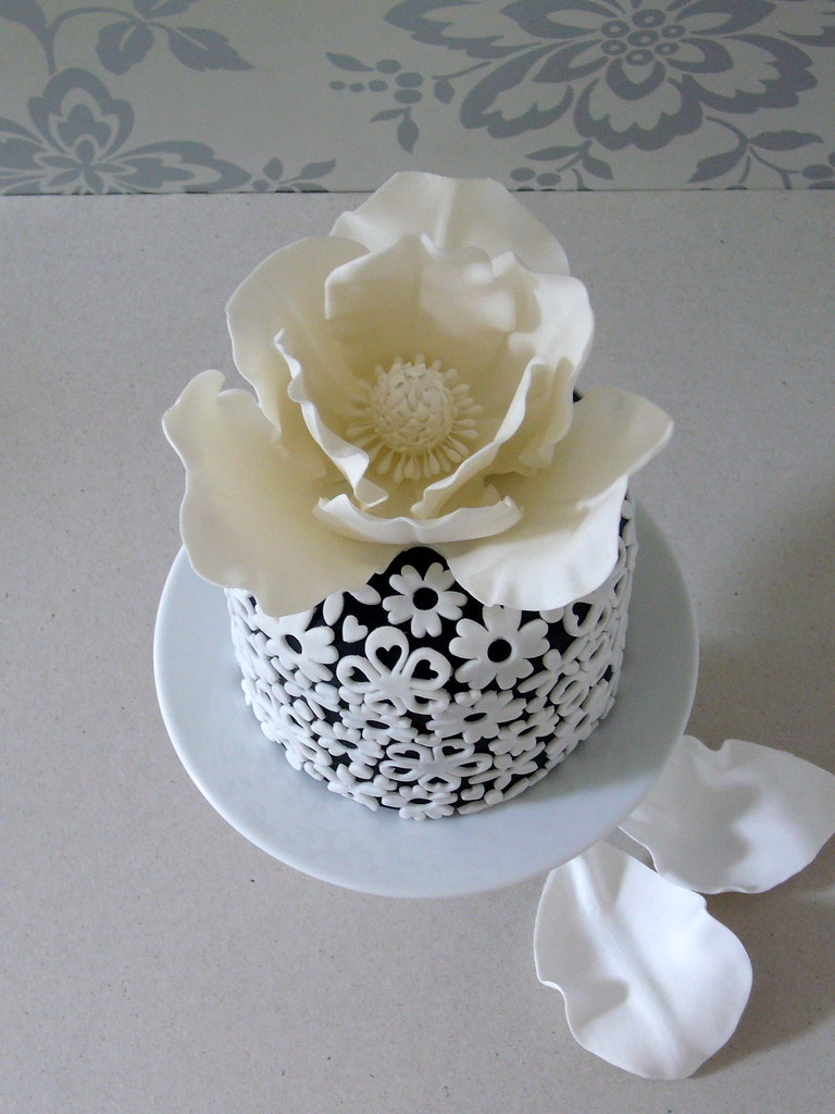 Black and white cake sugar flower top the flower is not a flickr black and white cake sugar flower top by made with love mightylinksfo