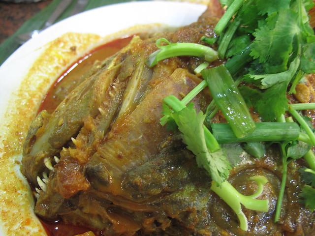 Fish head curry banana leaf apolo singapore an for Fish head app